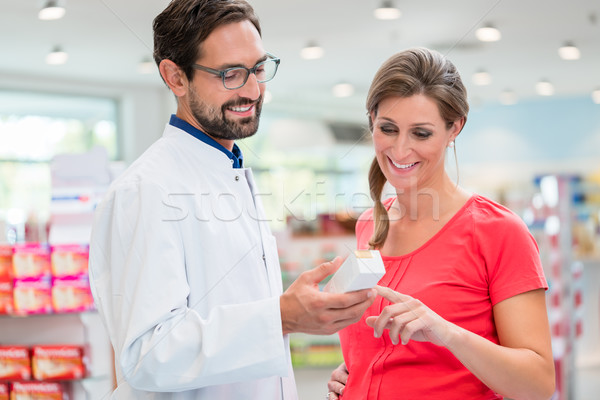 Mulher grávida compras droga armazenar de vendas homem Foto stock © Kzenon