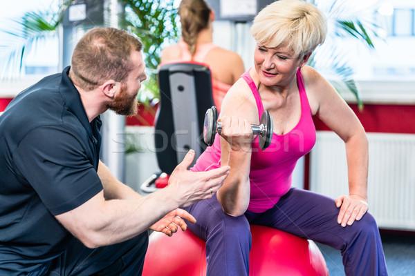 Senior vrouw personal trainer gymnasium Stockfoto © Kzenon