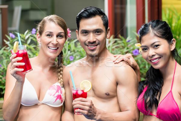 Znajomych napojów basen asia szczęśliwy kobiet Zdjęcia stock © Kzenon