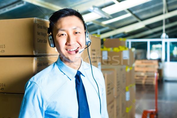 Stockfoto: Klantenservice · magazijn · jonge · man · pak · hoofdtelefoon · werken
