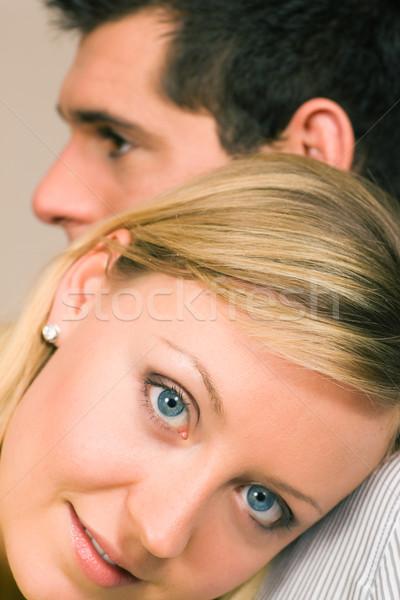 Onderdak vrouw gevoel beschermd schouder Stockfoto © Kzenon
