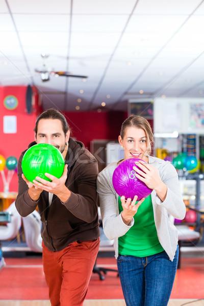 Pár játszik bowling kéz férfi sport Stock fotó © Kzenon