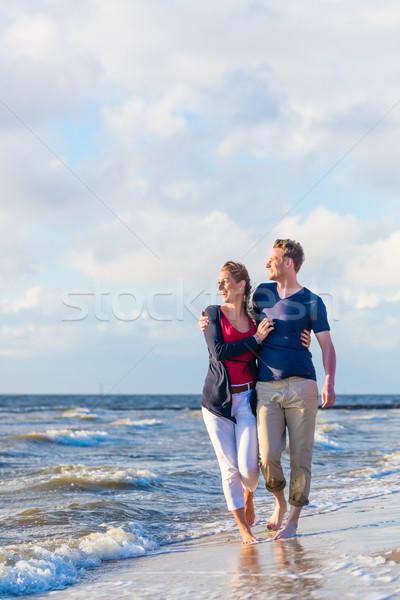 Casal andar norte mar praia Foto stock © Kzenon