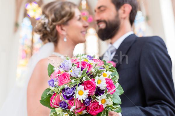 Zdjęcia stock: Para · kościoła · kwiaty · ślub
