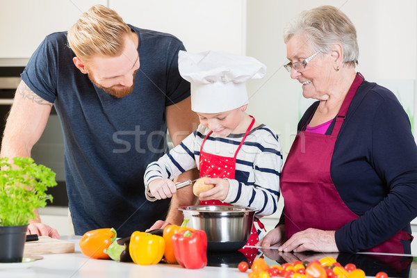 Mamá papá abuelita nieto junto cocina Foto stock © Kzenon