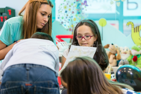 Alkalmas óvoda női tanár gyerekek kreatív Stock fotó © Kzenon
