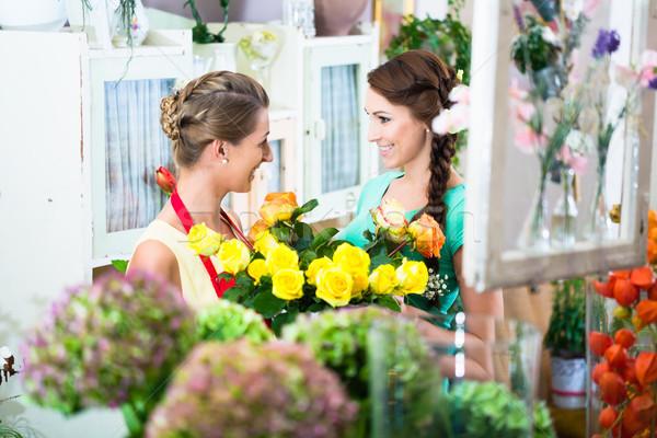 Fleuriste femme client travaux Photo stock © Kzenon