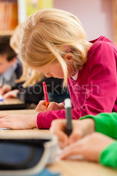 Oktatás iskolás iskola házi feladat elsődleges általános iskola Stock fotó © Kzenon