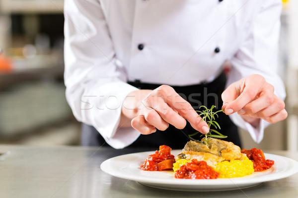 Stock fotó: Női · szakács · étterem · konyha · főzés · hotel