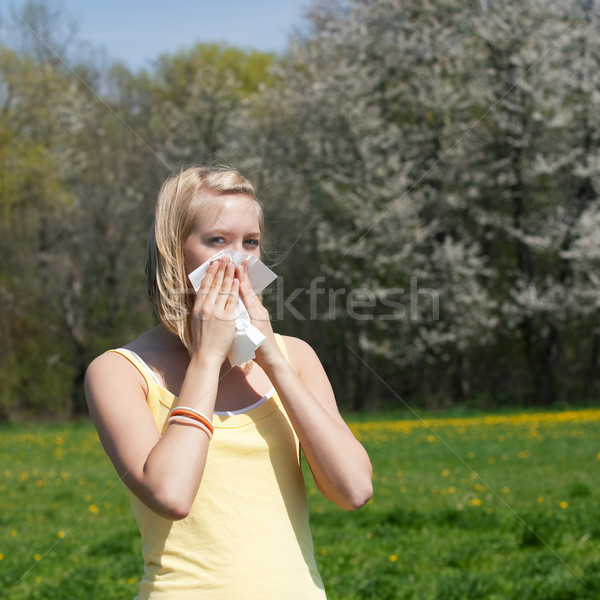 Vrouw allergie griep zakdoek voorjaar gras Stockfoto © Kzenon