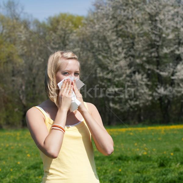 Mujer alergia gripe pañuelo primavera hierba Foto stock © Kzenon