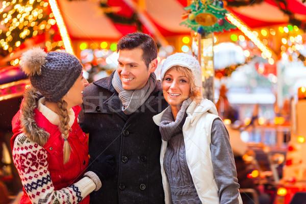 Barátok karácsony piac advent évszak férfi Stock fotó © Kzenon