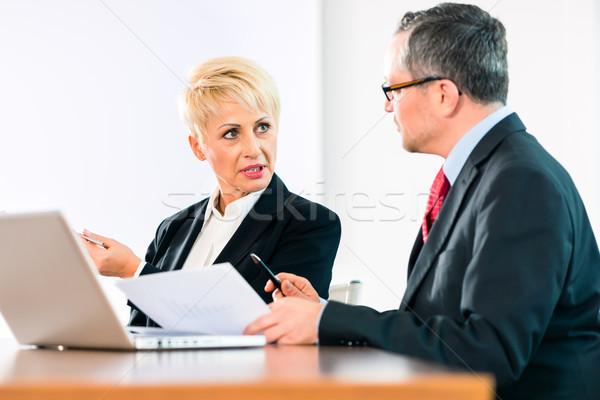 Foto stock: Negocios · reunión · gente · de · la · oficina · de · trabajo · documento · oficina