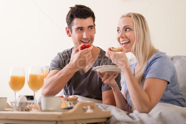 Zdjęcia stock: Szczęśliwy · para · śniadanie · bed