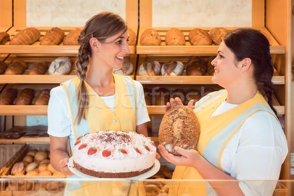 Eladó nők pékség torta kenyér mutat Stock fotó © Kzenon