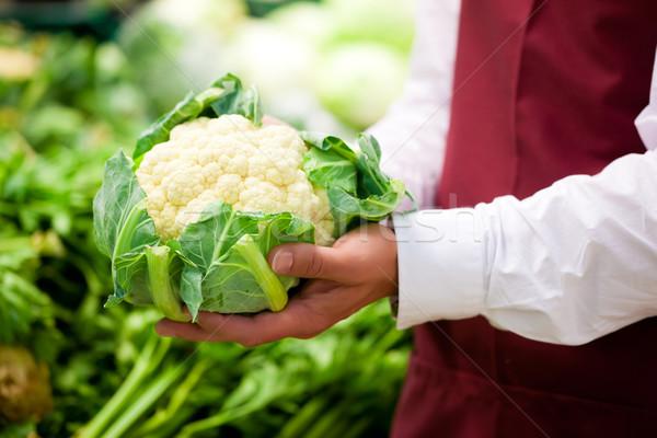Man supermarkt winkel assistent handen Stockfoto © Kzenon