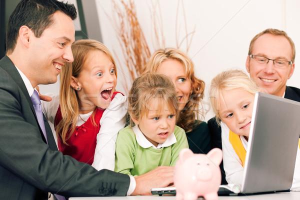 Famiglia consulente finanziare assicurazione soldi Foto d'archivio © Kzenon