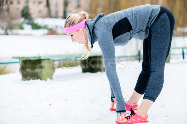 女性 ストレッチング 四肢 スポーツ 行使 冬 ストックフォト © Kzenon