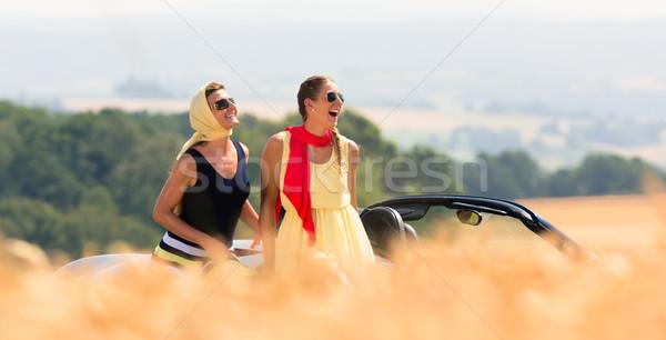 Twee vrouwen vergadering auto zomer reis vrouw Stockfoto © Kzenon