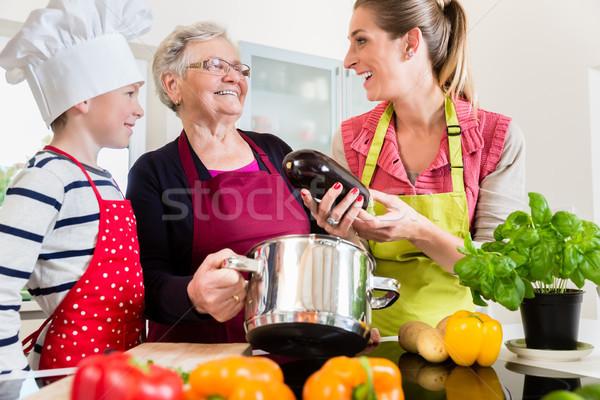 Nagyi anyu fiú beszél főzés konyha Stock fotó © Kzenon