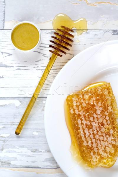 Smaczny organiczny miodu plaster miodu warga balsam Zdjęcia stock © laciatek
