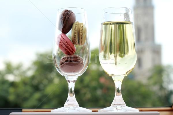 Dois óculos francês macarons vinho branco casamento Foto stock © laciatek