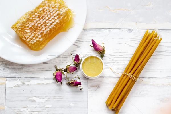 Organikus ízletes méhsejt méz ajak balzsam Stock fotó © laciatek