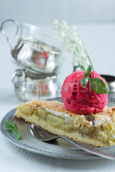 Rhubarbe tarte aux pommes évider framboise sorbet basilic Photo stock © laciatek