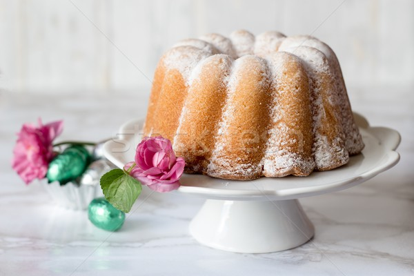 Pound kek paskalya yumurtası yumurta kahvaltı beyaz Stok fotoğraf © laciatek