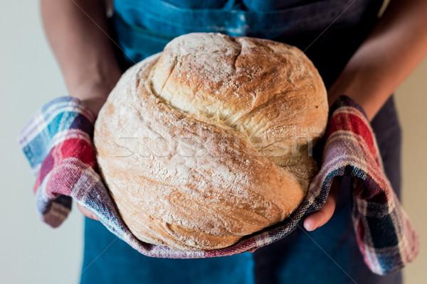 Pan pan manos mujer trigo frescos Foto stock © laciatek