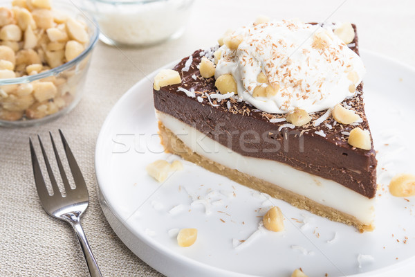 Chocolat tarte crème coco noix servi Photo stock © LAMeeks