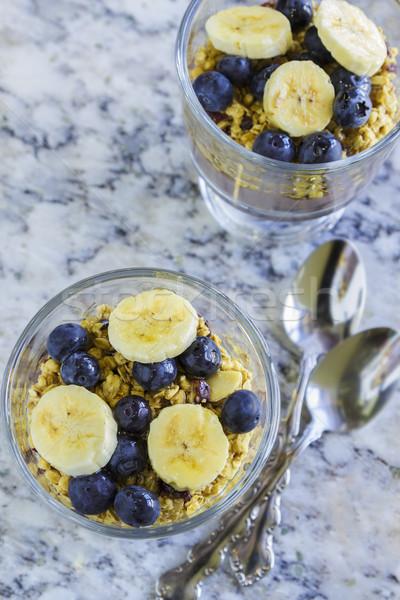 Poi capas granola arándanos plátanos frutas Foto stock © LAMeeks