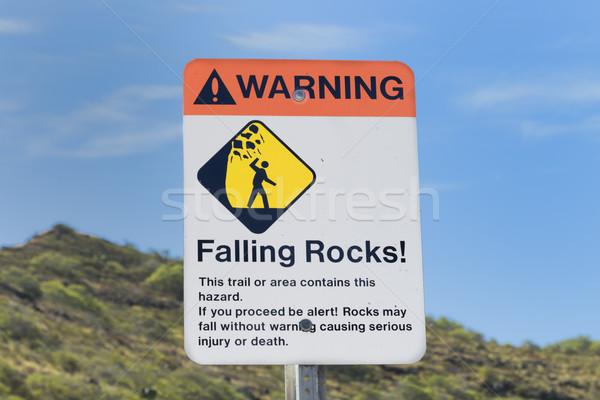 Queda rochas assinar aviso perigo caminhadas Foto stock © LAMeeks