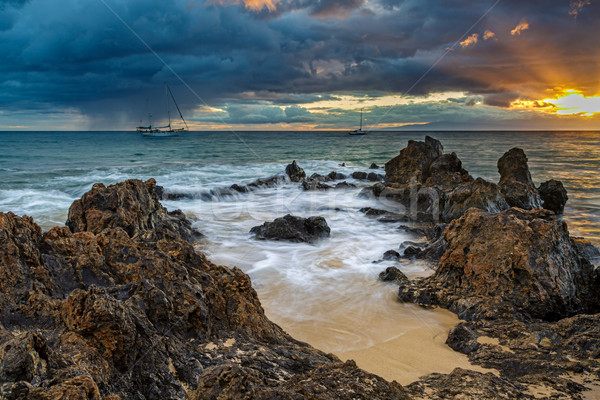 Zonsondergang dramatisch wal strand hemel water Stockfoto © LAMeeks