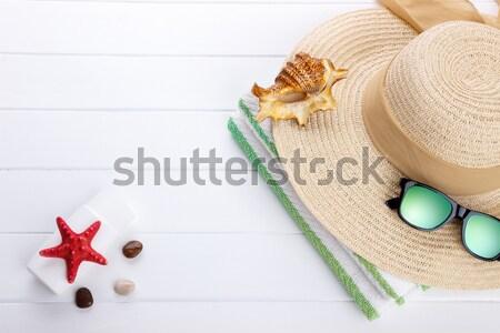 Foto stock: Praia · férias · de · verão · óculos · de · sol · toalha · de · praia