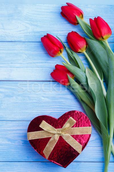 Boeket Rood tulpen geschenkdoos rustiek houten Stockfoto © Lana_M