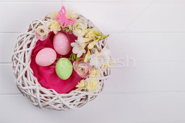 Cesta huevos de Pascua flores blanco Pascua Foto stock © Lana_M