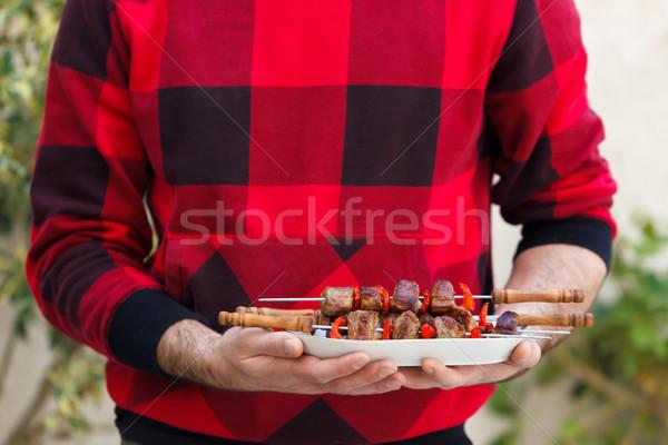 Fiatalember tart főtt barbecue hús szabadtér Stock fotó © Lana_M