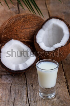 Latte di cocco conchiglie vetro cocco vecchio legno Foto d'archivio © Lana_M
