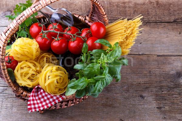 İtalyan gıda makarna malzemeler fesleğen sepet Stok fotoğraf © Lana_M