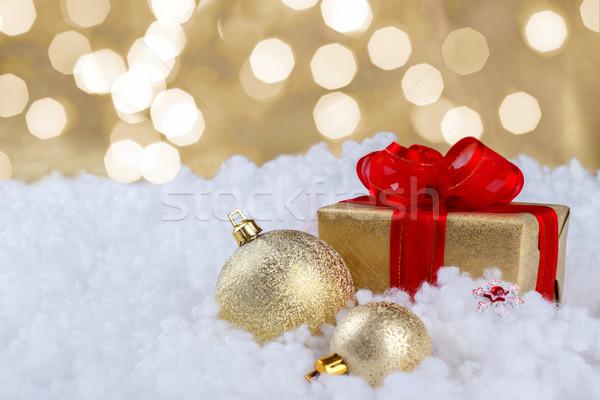 Christmas gouden geschenkdoos sneeuw decoraties selectieve aandacht Stockfoto © Lana_M