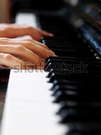 Zongorista játszik szelektív fókusz ujjak billentyűzet zongora Stock fotó © ldambies