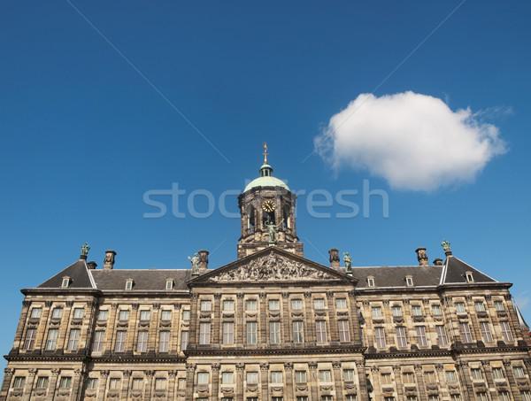 Kraliyet saray Amsterdam kare mavi gökyüzü kabarık Stok fotoğraf © ldambies