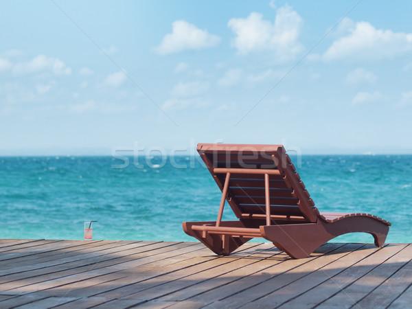 Tengerpart üdülőhely üres napozószék ital szemben Stock fotó © ldambies