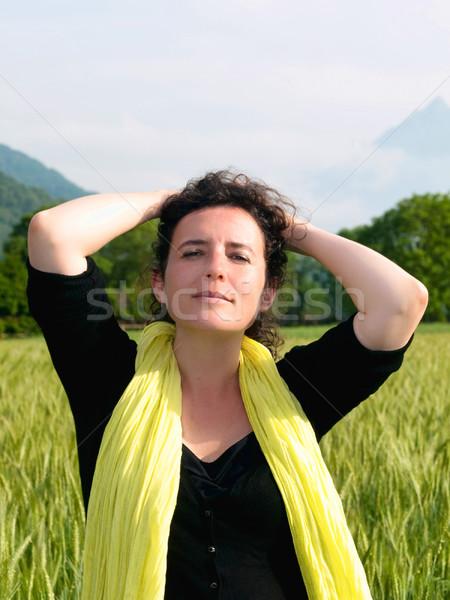 Kobieta jęczmień dziedzinie Fotografia atrakcyjny francuski Zdjęcia stock © ldambies