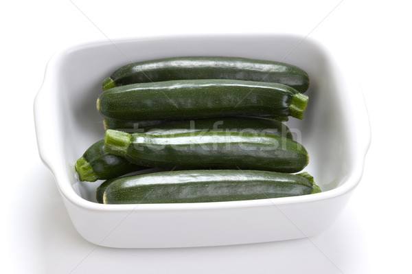 Foto d'archivio: Zucchine · zucchine · piatto · bianco · verde · studio