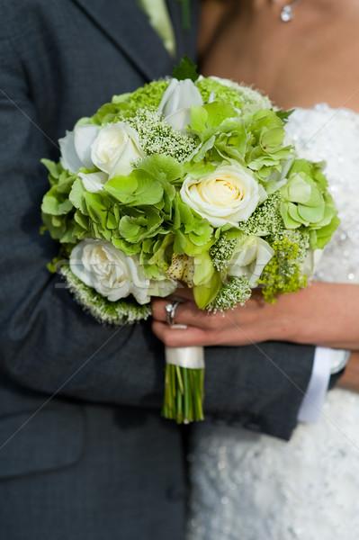 Menyasszony vőlegény esküvői csokor fehér rózsák esküvő Stock fotó © leeavison