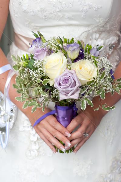 Menyasszony tart esküvői csokor rózsa fehér Stock fotó © leeavison