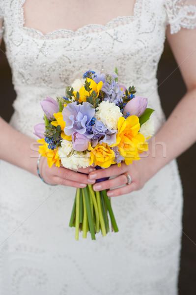 Noiva buquê de casamento flores da primavera casamento azul Foto stock © leeavison
