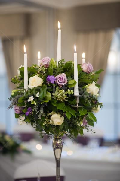 Központ darab asztal dekoráció gyertyák virágok Stock fotó © leeavison